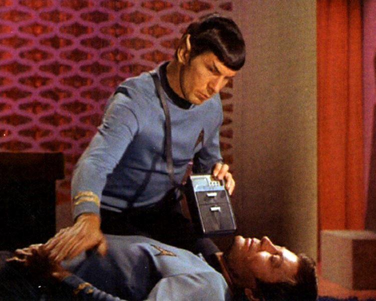 Dokter Spock uit Star Trek gebruikt een medische tricorder om een diagnose te stellen. De eerste echte medische tricorder wordt ontwikkeld met de Qualcomm Tricorder XPrize.