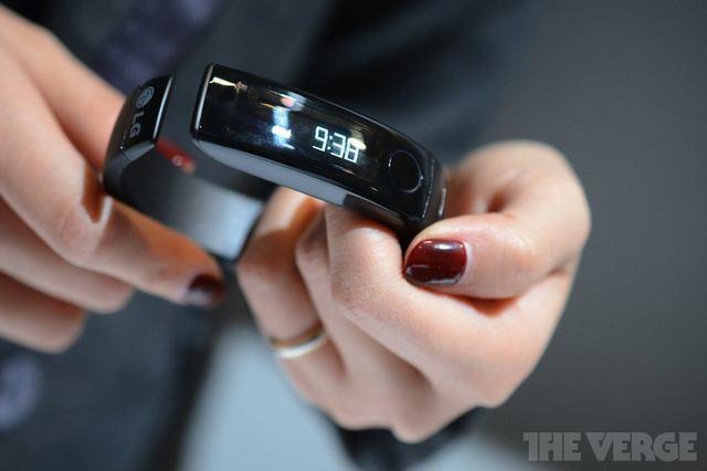 Ook LG introduceert een smartband (foto: The Verge)