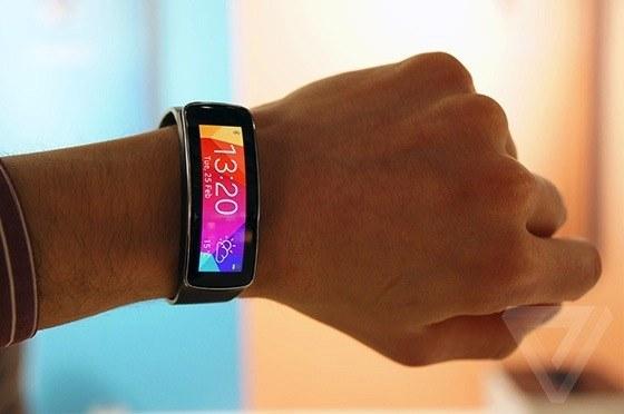 De nieuwste fitness tracker: Samsung Gear Fit (foto: The Verge)