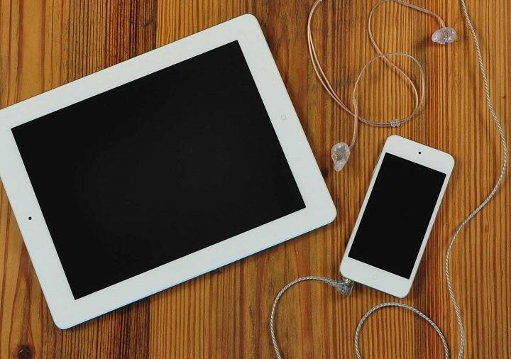 Een iPad of iPod touch (met op maat gemaakte oordopjes) maken ook deel uit van het Levo System