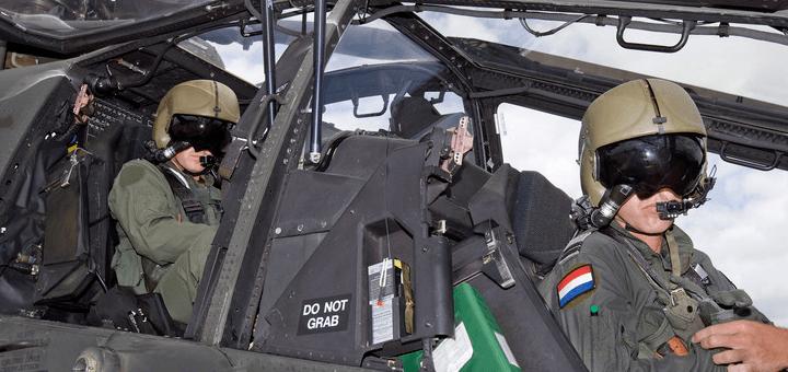 Nederlandse Apache piloten: doelgroep? (foto Defensie)