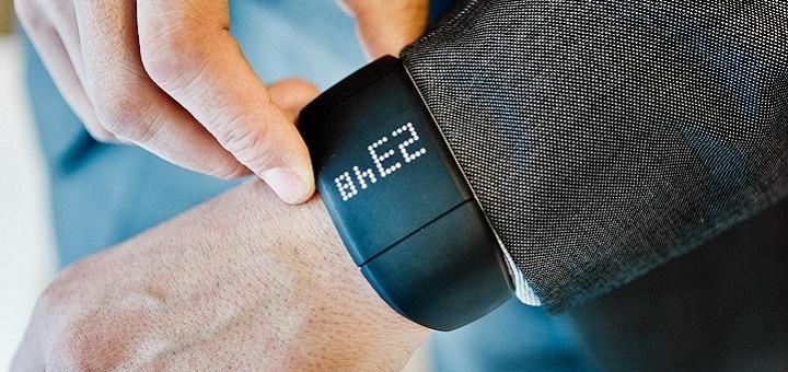 Ouderen langer zelfstandig thuis laten wonen met de Belgische innovatie Embracelet