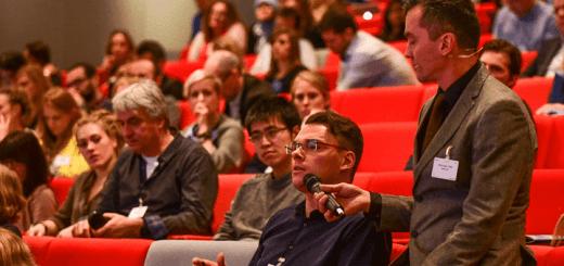 Congresbezoekers op de high tech campus in Eindhoven