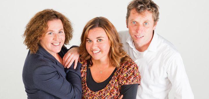 Robert Weij en zijn twee compagnons Ellen van der Geest en Lianne Bolleboom