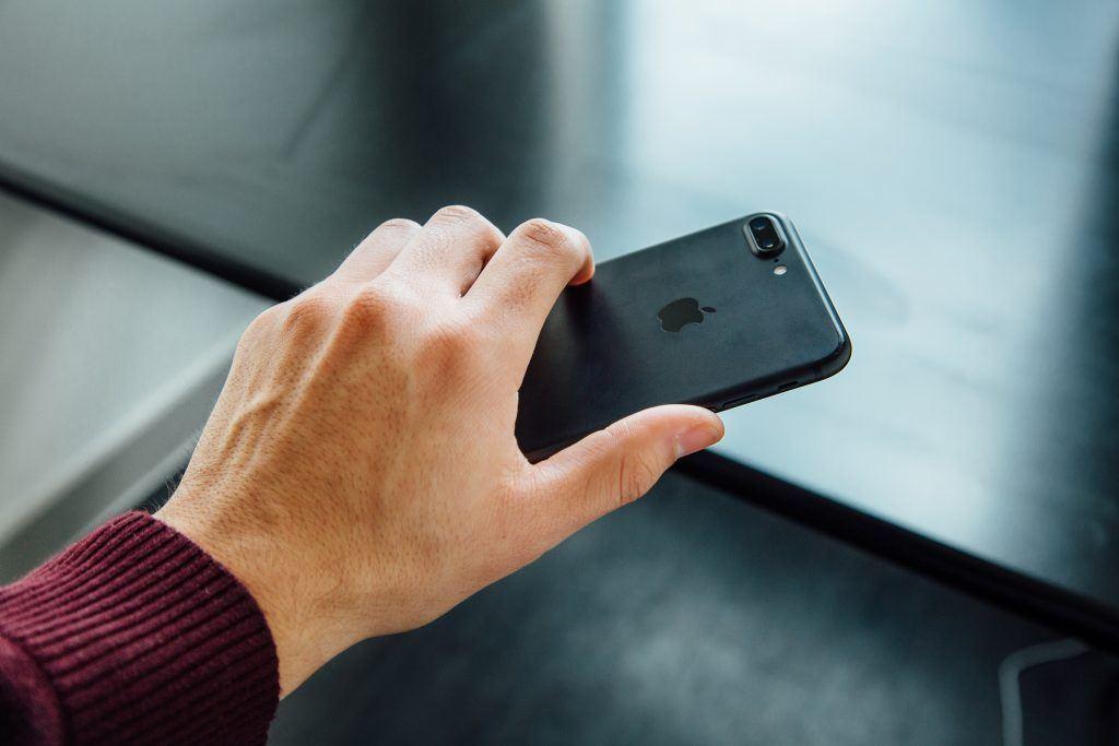 iPhone hand smartphone