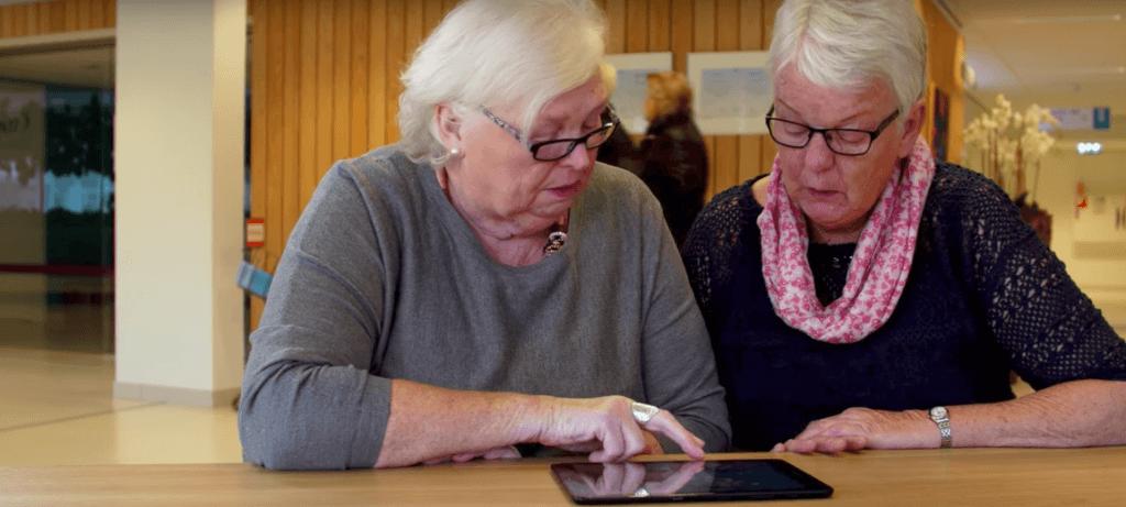 iPad ouderen senior thuis